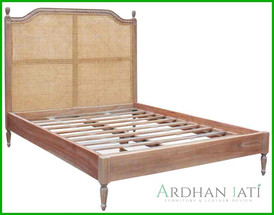 Tempat Tidur Klasik terbaru Kayu Jati dan Rotan