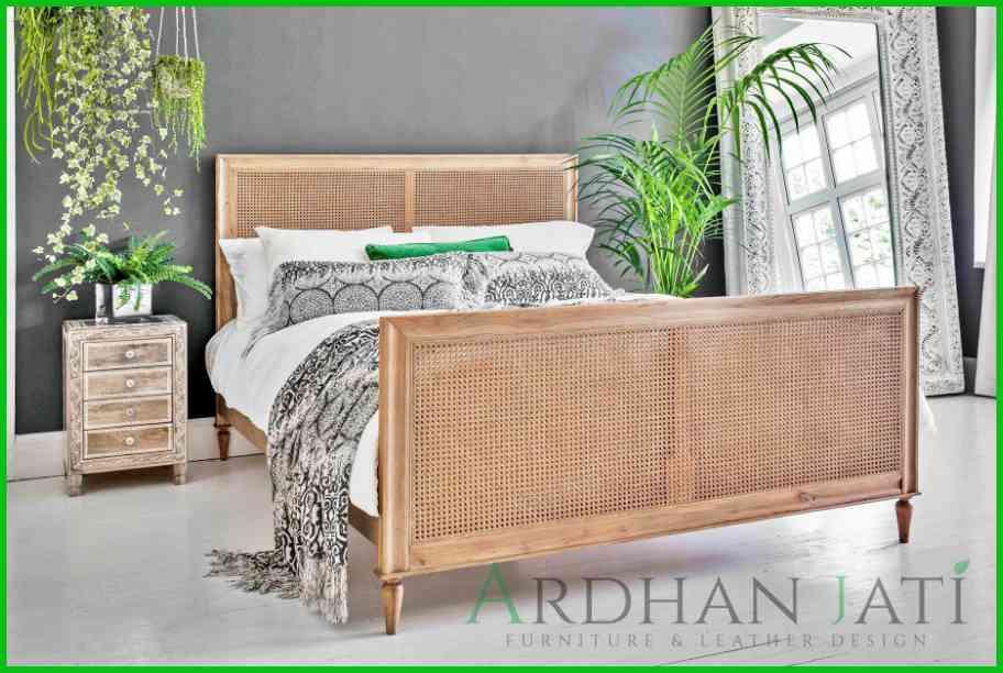 Tempat Tidur Jati Minimalis Modern Anyaman Rotan